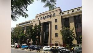 RBI maintains key rates, accommodative stance