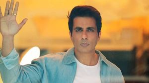 Sonu Sood to distribute e-rickshaws, starts with his hometown Moga